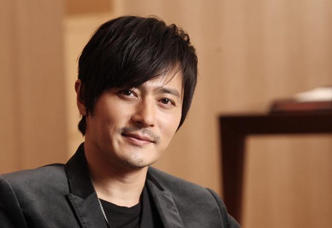 Jang Dong Gun là một sao nam nổi tiếng của showbiz Hàn. Anh đang là ông bố của một cậu con trai 2 tuổi.