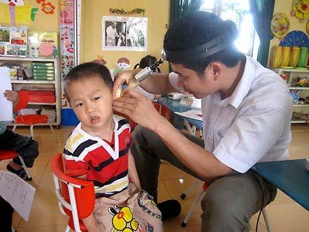 Trẻ dễ tử vong vì ngoáy tai nhiều - 1