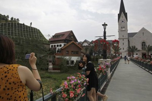 """Trung Quốc trình làng 2 khu làng """"nhái"""" - 7"""
