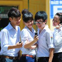 Viettel khích lệ học sinh có thành tích học tập tốt