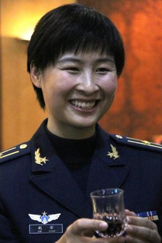 Nữ phi hành gia TQ đầu tiên vào vũ trụ - 1