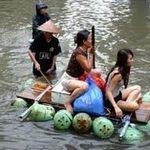 Hát chế: Bơi thuyền trên phố!