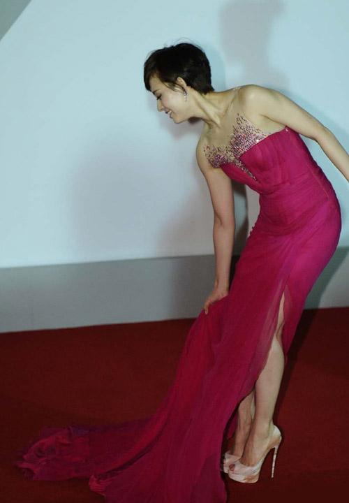 Tôn Lệ loay hoay vì váy dài thượt - 5