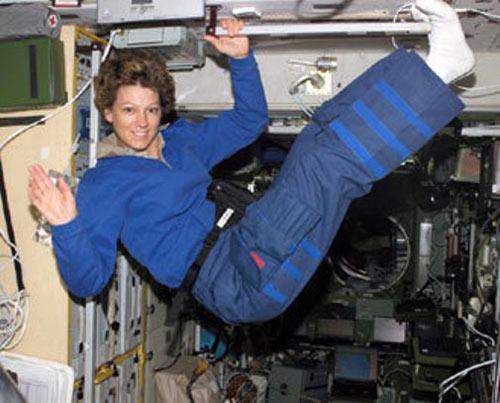 Những phụ nữ đầu tiên bay vào vũ trụ - 10