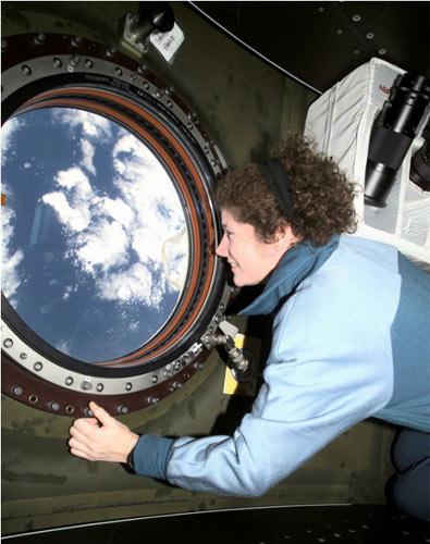 Những phụ nữ đầu tiên bay vào vũ trụ - 11