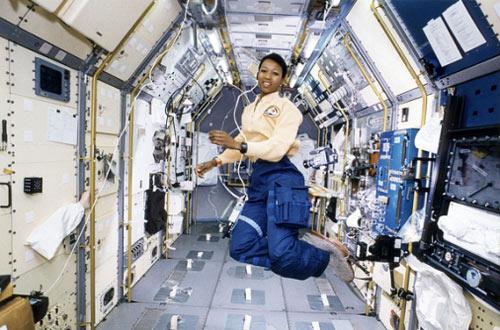 Những phụ nữ đầu tiên bay vào vũ trụ - 6
