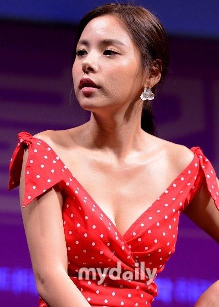 Giật mình vì da mặt của Min Hyo Rin - 3