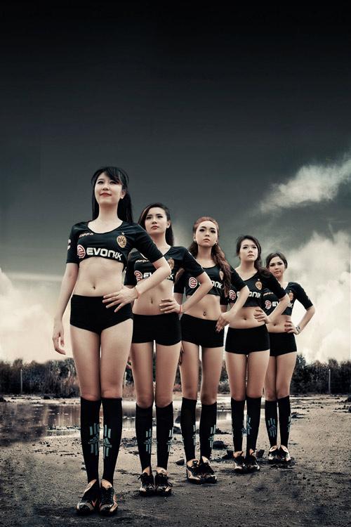 Đội bóng Nu Phạm gợi cảm cổ vũ Euro - 7
