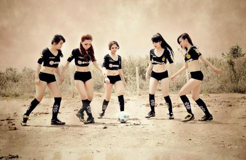 Đội bóng Nu Phạm gợi cảm cổ vũ Euro - 11