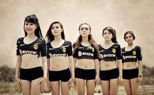 Đội bóng Nu Phạm gợi cảm cổ vũ Euro - 5