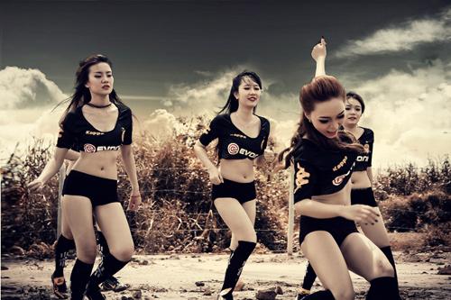 Đội bóng Nu Phạm gợi cảm cổ vũ Euro - 12