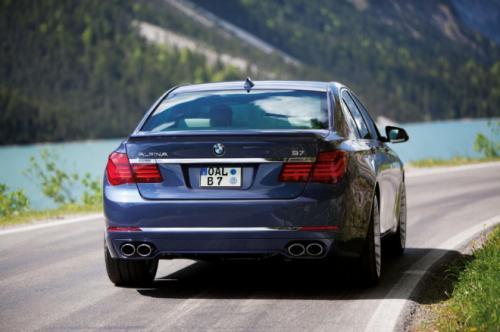 BMW B7 Alpina có giá 128,495 USD - 3