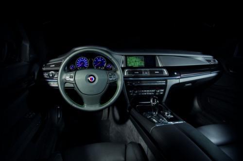 BMW B7 Alpina có giá 128,495 USD - 7