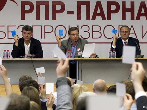 Nga: 2 đảng hợp nhất chống ông Putin - 1