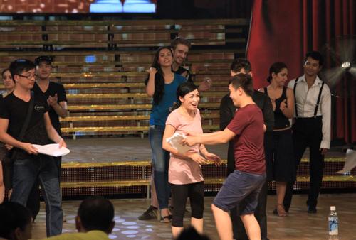 Lén xem trước đêm chung kết BNHV 2012 - 11