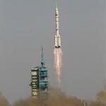 Tin tức trong ngày - TQ phóng thành công tàu vũ trụ Thần Châu 9