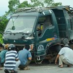 Tin tức trong ngày - Ô tô đâm trực diện, hành khách hốt hoảng