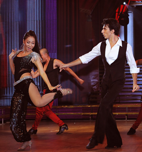 Thu Minh gợi cảm từng bước nhảy - 7