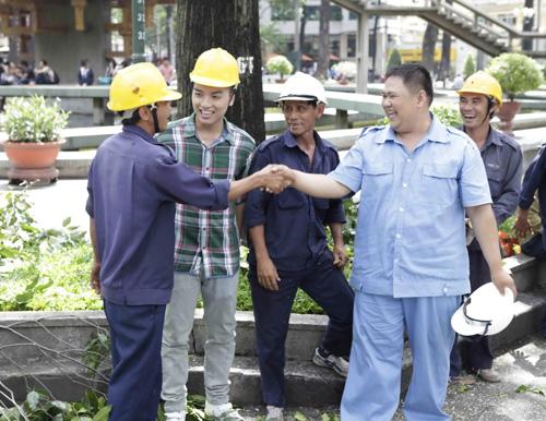 Minh Béo cật lực làm công nhân vệ sinh - 10