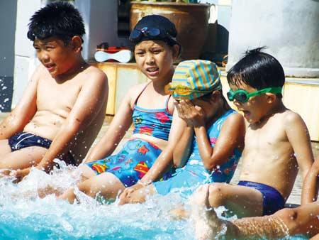 Trẻ nào không nên bơi? - 1