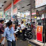 Tin tức trong ngày - Nên để doanh nghiệp tự định giá xăng