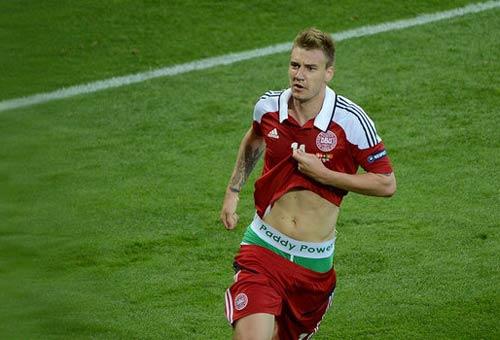 Bendtner chính thức bị phạt - 1