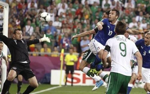 Italia - Ireland: Lách qua khe cửa - 1