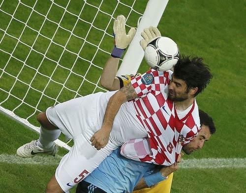 Croatia mất oan 2 quả phạt 11m - 2