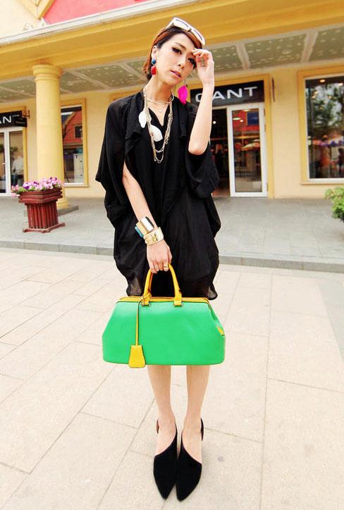 Rực rỡ với túi xách màu neon - 18