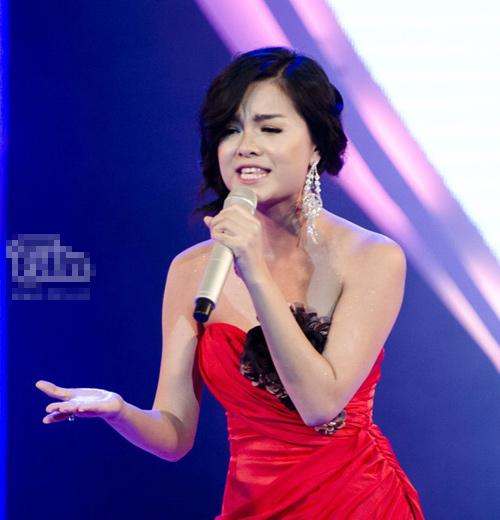 Đeo khuyên tai đẹp và sang như sao Việt - 13