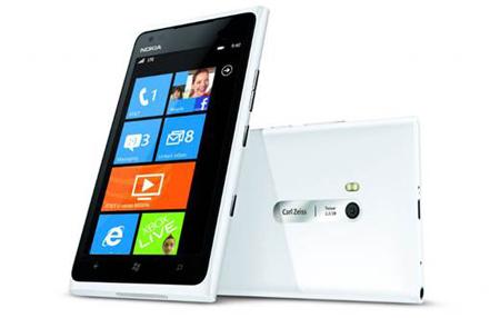 Sở hữu Lumia 900 để được tặng tai nghe Monster - 1