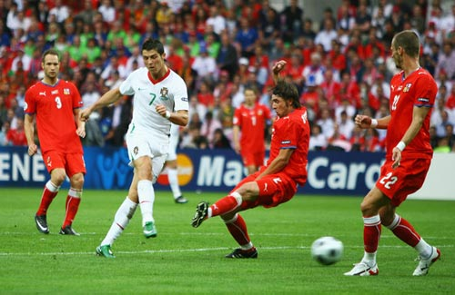 CH Sc: Khi Cech gp li CR7, Euro 2012, cech cr7, sec bo dao nha, ronaldo, cech, cr7, chelsea, mu, nani, euro, euro 2012, lich thi dau euro 2012, bong da, bong da 24h, ket qua bong da, bao bong da, lich euro 2012