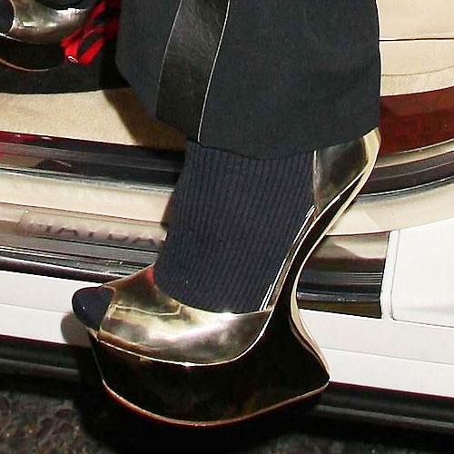 Khảo giá giày hiệu của dàn sao cỡ bự - 19