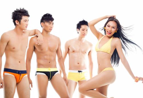 "Siêu mẫu ""siêu hot"" với bikini 2 mảnh - 4"