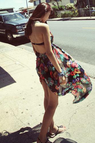 Mix đồ thông minh với váy áo họa tiết - 16