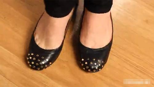 Thêm đinh tán cho giày búp bê - 4