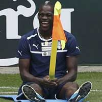 Balotelli &quot;quy&quot; tng bng trn sn tp