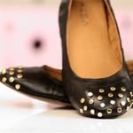 Thời trang - Thêm đinh tán cho giày búp bê