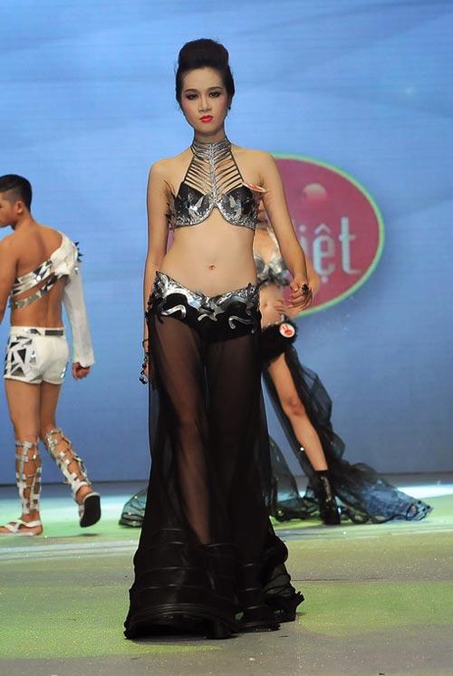Chung kết Siêu mẫu 2012: Nhạt và sạn! - 9