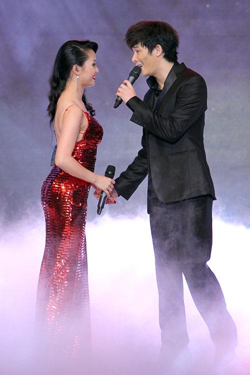Minh Hằng nhảy sexy bên Trương Nam Thành - 13