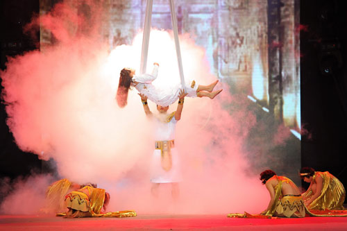 Minh Hằng nhảy sexy bên Trương Nam Thành - 1
