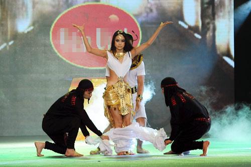 Minh Hằng nhảy sexy bên Trương Nam Thành - 2