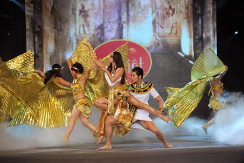 Minh Hằng nhảy sexy bên Trương Nam Thành - 3