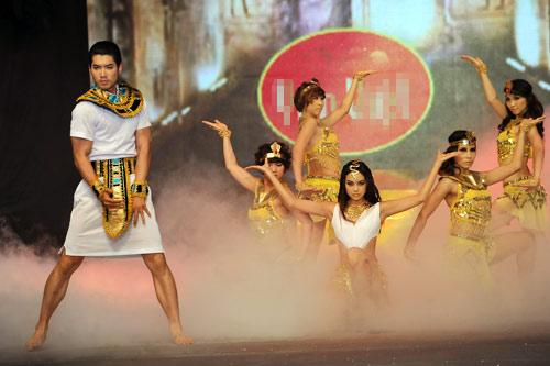 Minh Hằng nhảy sexy bên Trương Nam Thành - 7