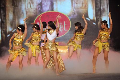 Minh Hằng nhảy sexy bên Trương Nam Thành - 8