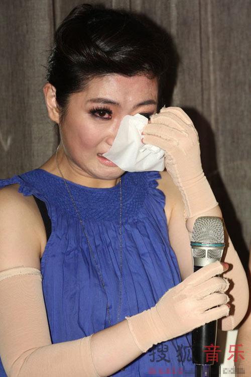 Trần Quán Hy, Selina xúc động ngày tái xuất - 7