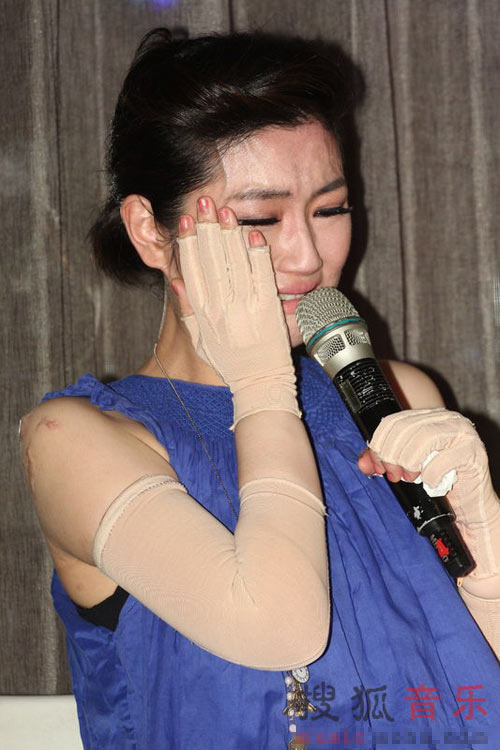 Trần Quán Hy, Selina xúc động ngày tái xuất - 6