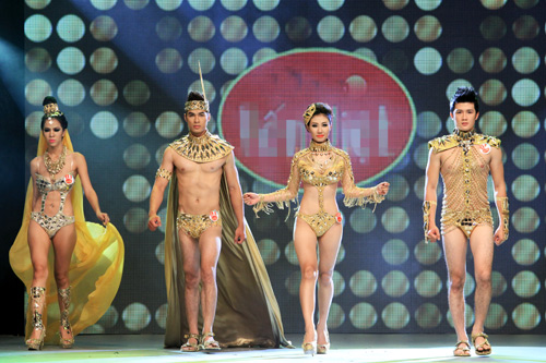 Nhìn lại bikini của Siêu mẫu 2012 - 1