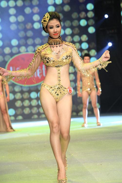 Nhìn lại bikini của Siêu mẫu 2012 - 2