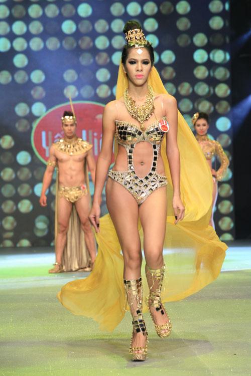 Nhìn lại bikini của Siêu mẫu 2012 - 4